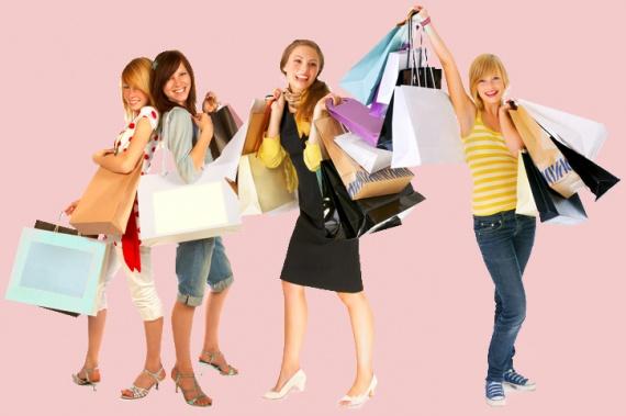 Девушки на распродаже