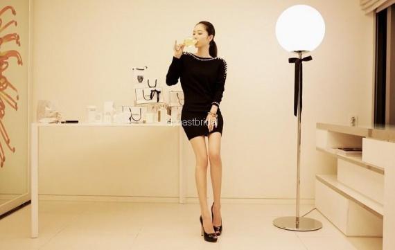 Платье с жемчугом черное маленькое