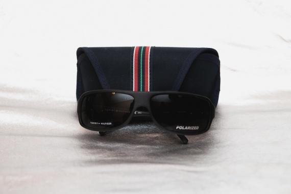 Две пары солнцезащитных очков Tommy Hilfiger. Как проверить поляризационные  очки Tommy Hilfiger TH7300 edc5ec0b39313