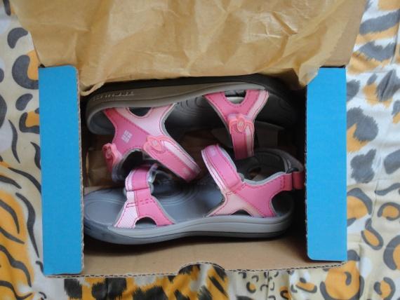 563111b0eadc Пришли они в стандартной для обуви Columbia коробке. Заказывала я два  размера — 11 и 12, что бы по приходу лета было проще подобрать размер,  вернее выбрать ...