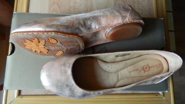 Плесень на кожаной обуви